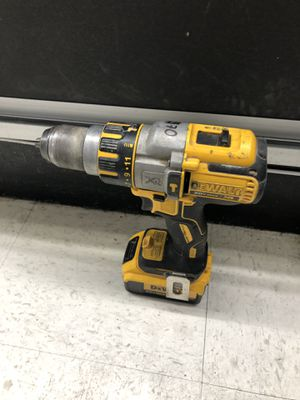 Dewalt dcd995 cordless hammer drill with battery-Used for Sale in Brentwood, NY
