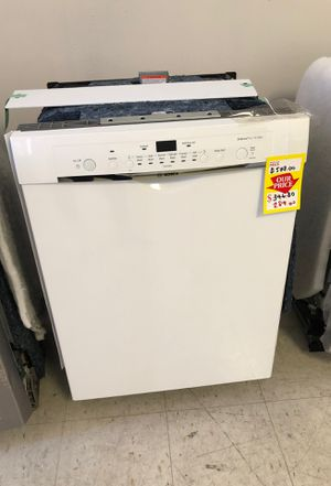 Bosch white Dishwasher she3ar72uc/ appliance liquidation up to 75% off for Sale in Austin, TX