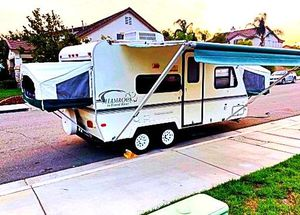 Price$1000 Camper Trailer for Sale in Oak Lawn, IL