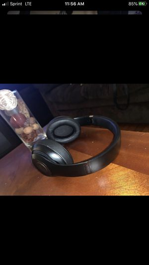 Beats solo 3 wireless for Sale in Newington, CT