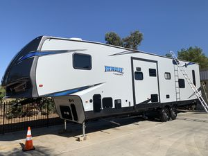 2019 Rogue by Vengeance 5th wheel toy hauler for Sale in Riverside, CA