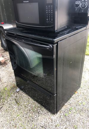 electric range and microwave combo one price no sale separated! for Sale in North Palm Beach, FL