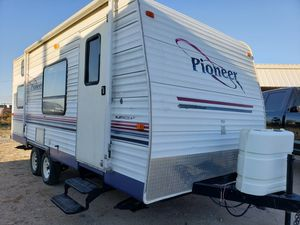 2004 Pioneer travel trailer 18 ft 1/2 ton towable for Sale in WHT SETTLEMT, TX