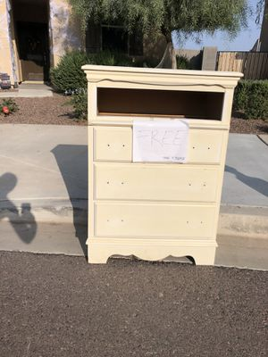 Free dresser for Sale in Goodyear, AZ