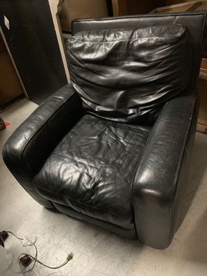 LEATHER RECLINER CHAIR for Sale in Snellville, GA