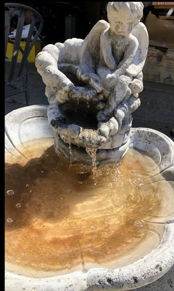 Beautiful fBeautiful fully functioning cherub fountain