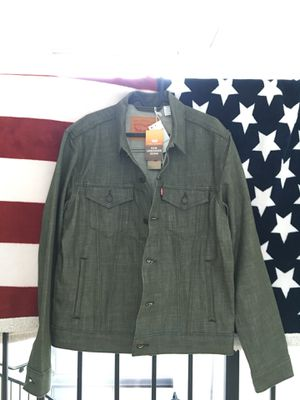 Levi's olive green trucker jacket for Sale in Miami, FL