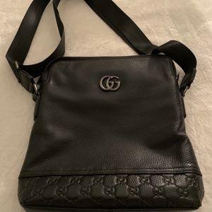 Women Black Gucci Crossbody Bag Handbag Excellent for Sale in Tigard, OR