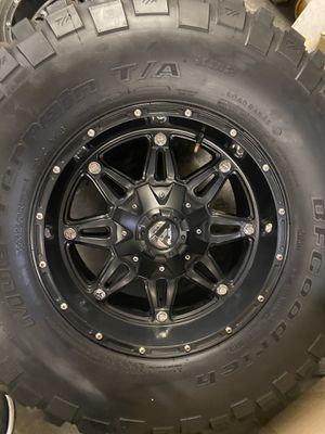 17x9 fuel with 35s for Sale in Las Vegas, NV