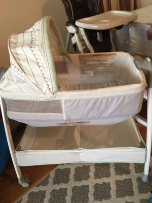 Bassinet turns into Changing table. for Sale in Brooklyn, NY