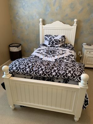 Twin bed, dresser w/mirror, and night stand for Sale in Surprise, AZ