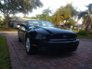 Ford mustang premium convertible V6 for Sale in Pompano Beach, FL