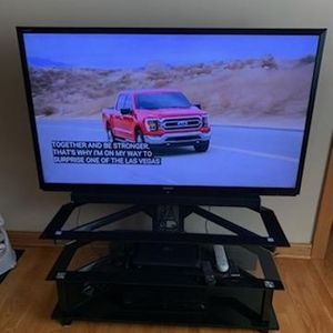 Sharp 60 Inch LCD (2012 Model) for Sale in Elmwood Park, IL