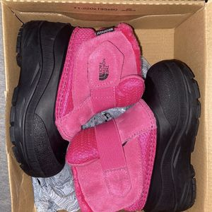TODDLER NORTH FACE SNOW BOOTS size 8 for Sale in Capitol Heights, MD