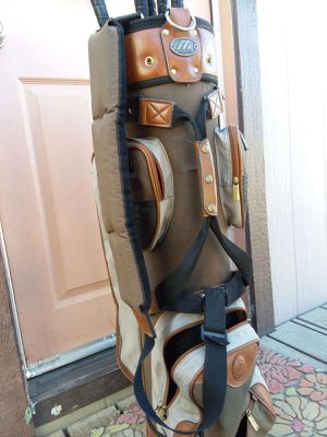 Mizuno golf bag an And clubs.. 7 clubs and bag for Sale in Murrieta, CA