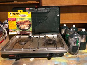 Coleman model 9911 propane two burner stove and 5 - 1 lb refills for Sale in Lexington, MA