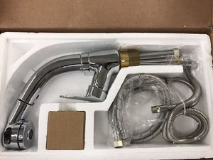 Kitchen sink faucet functional commercial single handle well done sprayer pull-out stream kitchen faucet chrome finished adjustable height brand-new for Sale in Parma Heights, OH