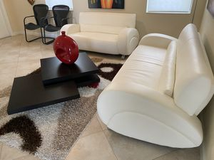 Living room set. Couch, loveseat, table and vase. for Sale in Miami, FL