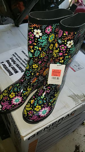 Size 9 woman's rain boots new with tags for Sale in Forked River, NJ