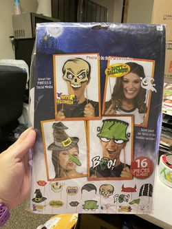New Halloween 16pc Photo Booth Prop Set! for Sale in Pittsburg,  CA