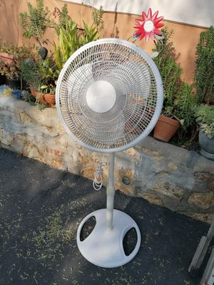 Like new Galaxy Pedestal 3 speed fan Oscillate adjustable height for Sale in Spring Valley, CA