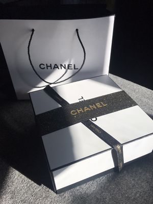 CHANEL CHANCE EAU TENDRE PERFUME AND LOTION SET for Sale in Ontario, CA