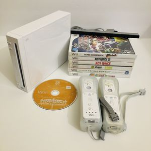 Nintendo Wii with 7 games and 2 remotes for Sale in Oakland Park, FL