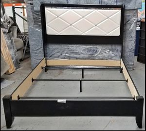 Queen size bed frame for Sale in Carver, MN