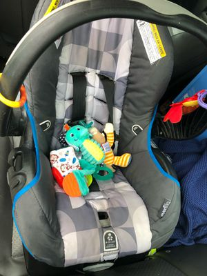 Infant car seat with base for Sale in Beaufort, SC