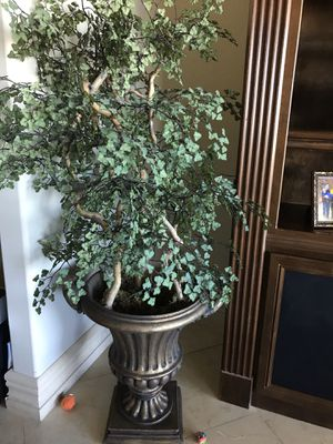 Beautiful artificial plant in pot for Sale in Las Vegas, NV