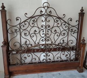 King Sized Bed Frame for Sale in Ocala, FL