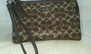 Coach wallet wristlet authentic new condition for Sale in Fresno, CA