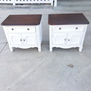 Vintage distressed Drexel heritage nightstands/end tables for Sale in Anaheim, CA