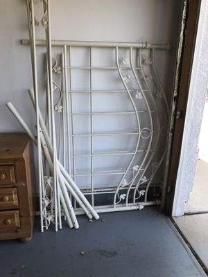 Queen bed frame for Sale in Fort McDowell, AZ