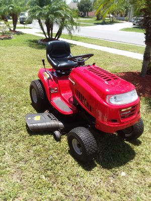 Lawn mover tractor (NEW) for Sale in Kissimmee, FL