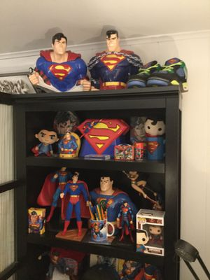 Superman collectible statue and other items. for Sale in Old Bridge Township, NJ
