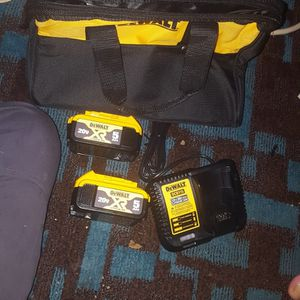 2 5ah Dwalt Batteries With Charger And Bag for Sale in Norman, OK