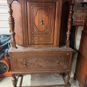 Antique Furniture China Cabinet for Sale in Fort Worth, TX