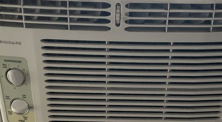 Frigidaire A/C Window Unit for Sale in Lakewood,  OH