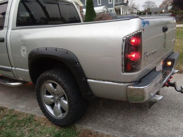 Dodge ram manual 4x4 millas 225.000 funciona muy bien ningún problema todo le funciona bien
