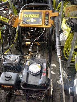 DEWALT 3600 PSI at 2.5 GPM Honda GX200 with AAA Triplex Pump Cold Water Professional Gas Pressure Washer for Sale in Pico Rivera,  CA