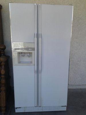 refrigerator muy buenas condiciones for Sale in Las Vegas, NV