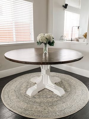 5FT Solid Wood Round Rustic Dining Table + 6FT Round Rug for Sale in Folsom, CA