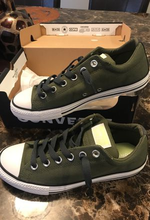 chucks converse 6y for Sale in Laveen Village, AZ