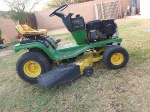 Tractor para cortar la yarda en buenas condiciones llantas y batería nuevas .le ase falta el cubre motor wood for Sale in Mesa, AZ