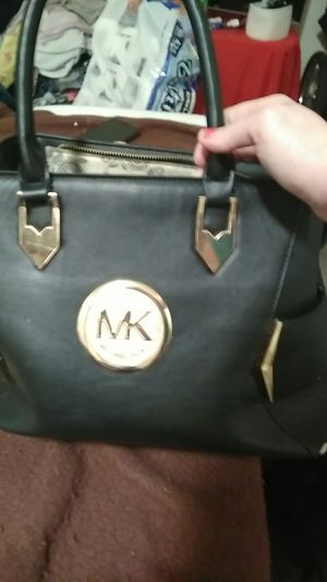 Michael kors purse and sun glasses for Sale in Portland, OR