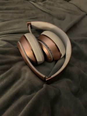 Solo 3 wireless on head Beats headphones for Sale in Haddam, CT