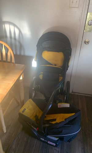 Graco Car seat stroller combination for Sale in Denver, CO