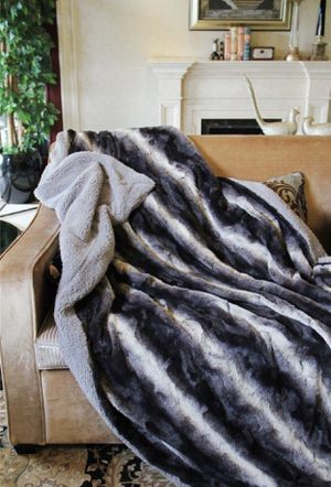 Faux Fur Cozy blanket for Sale in Dickinson, TX