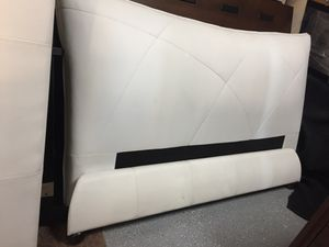 Queen bed white used in stage for Sale in Phoenix, AZ